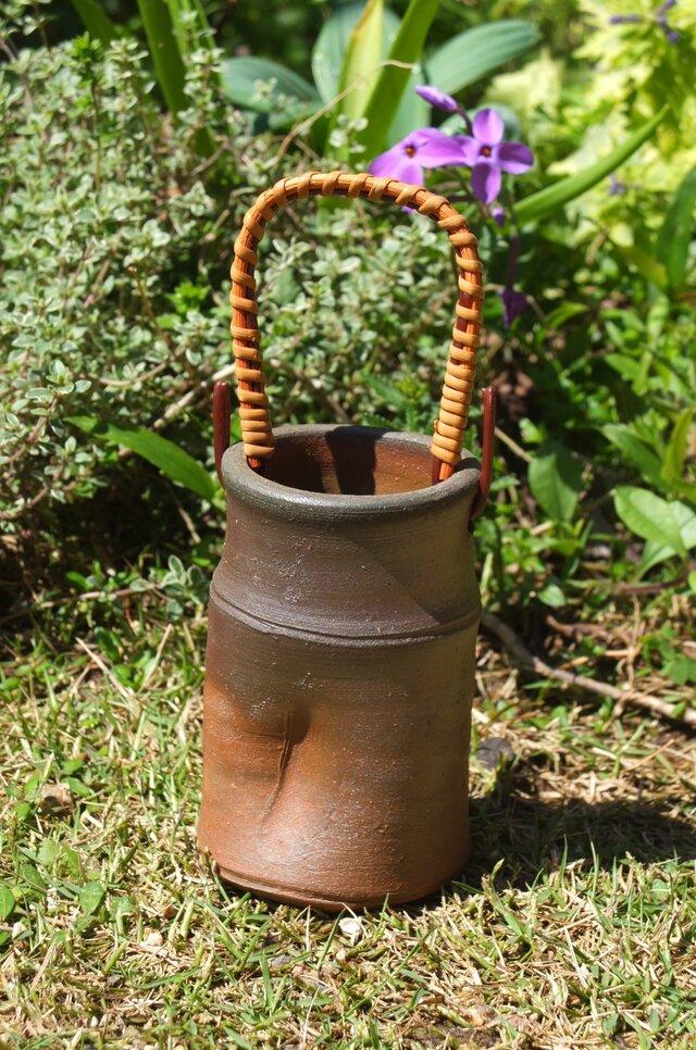 備前焼 少し丈の低めの花瓶の画像1枚目