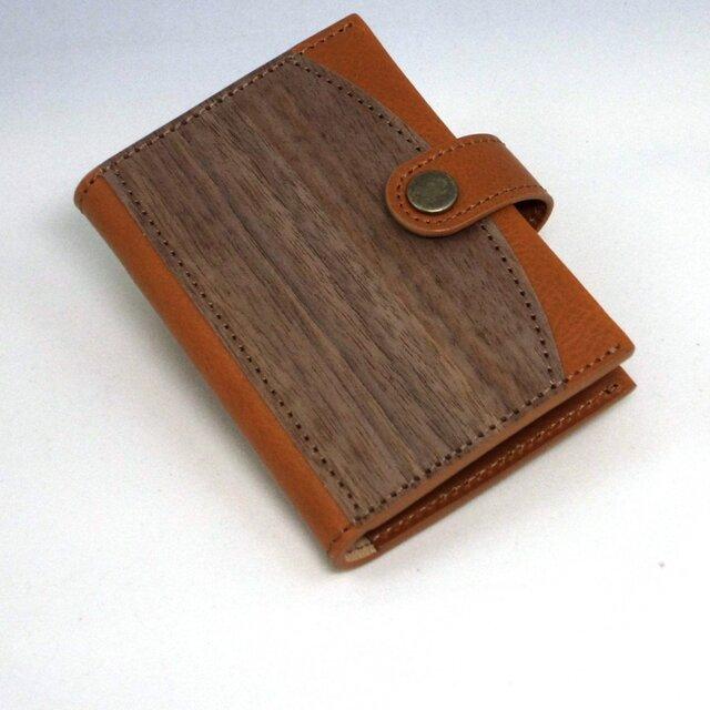 木と革のカードケース(16p) --- クリアポケットでカードを整理 [キャメル]の画像1枚目