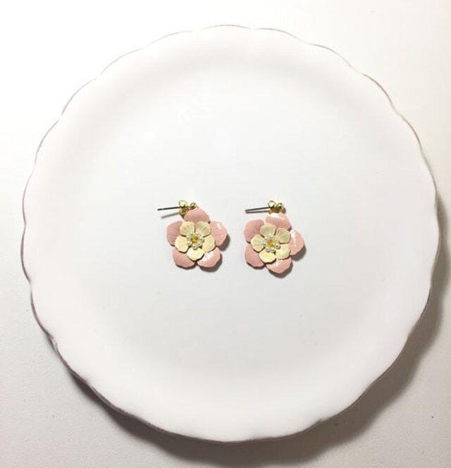 ピンクの花ピアスの画像1枚目