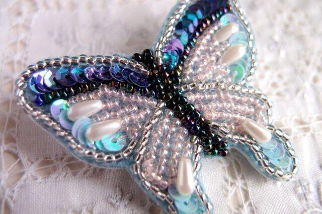 蒼い蝶のブローチの画像1枚目