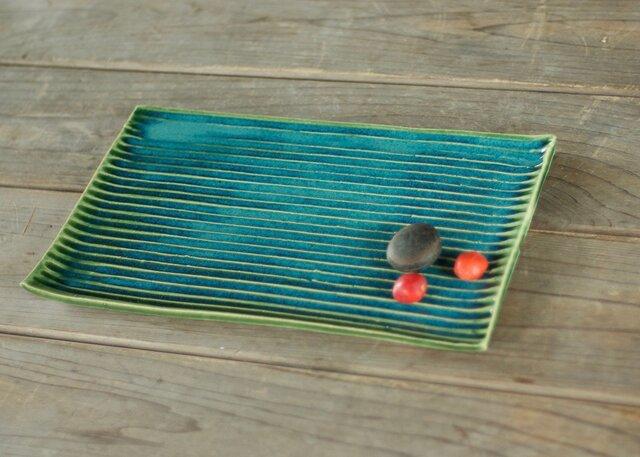 緑の陶器の板皿(鎬)の画像1枚目