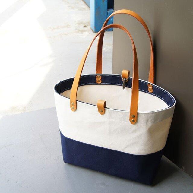 ツートンカラー6号帆布のトートバッグ~紺+生成り~の画像1枚目