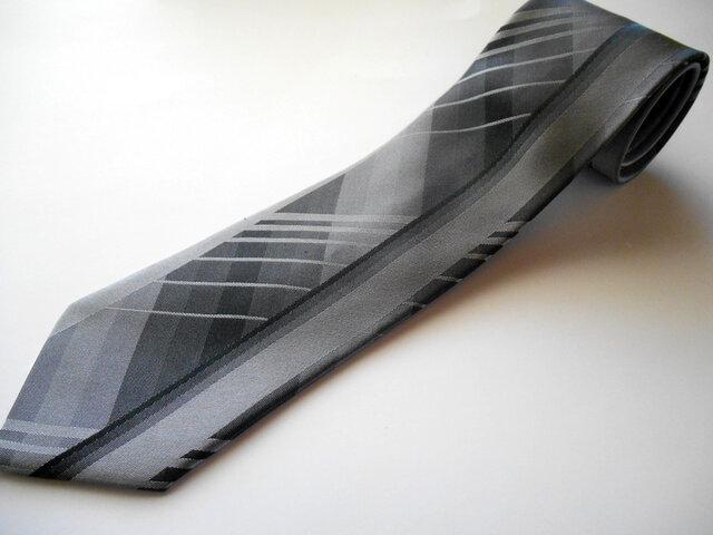 ネクタイバーチカルチェック グレー  シルク(絹)100%の画像1枚目
