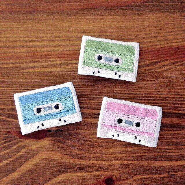 刺繍ブローチ 「カセットテープ」の画像1枚目
