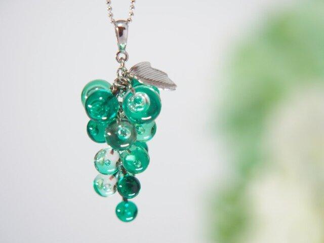 ぶどうネックレス 緑の画像1枚目