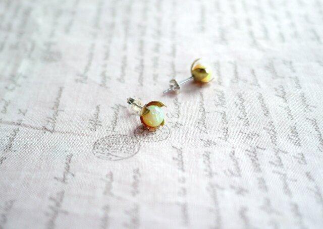 (京都オパール使用)花のつぼみのピアスの画像1枚目