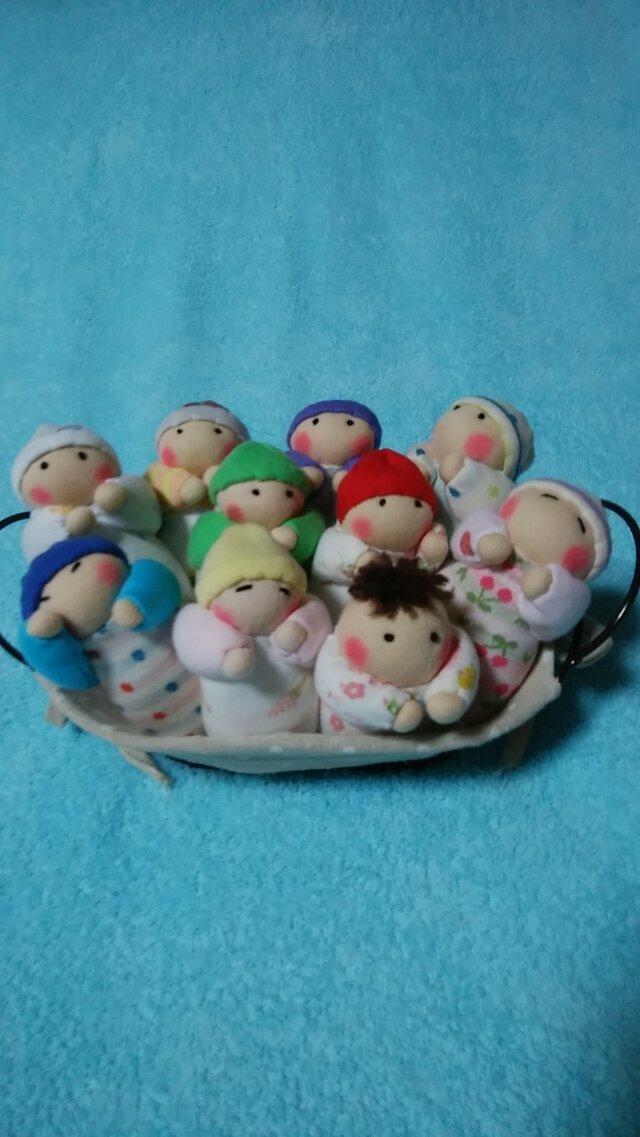 赤ちゃん人形10個(容器付き)の画像1枚目
