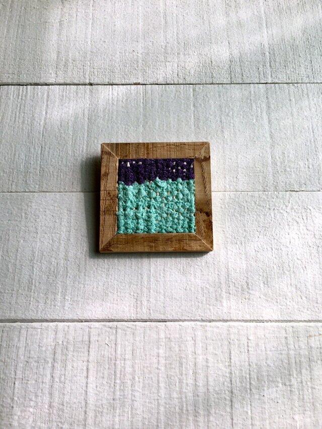木と裂き織りのブローチ C01の画像1枚目