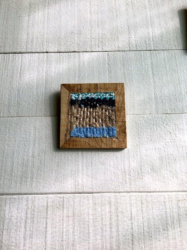 木と裂き織りのブローチ C02の画像1枚目