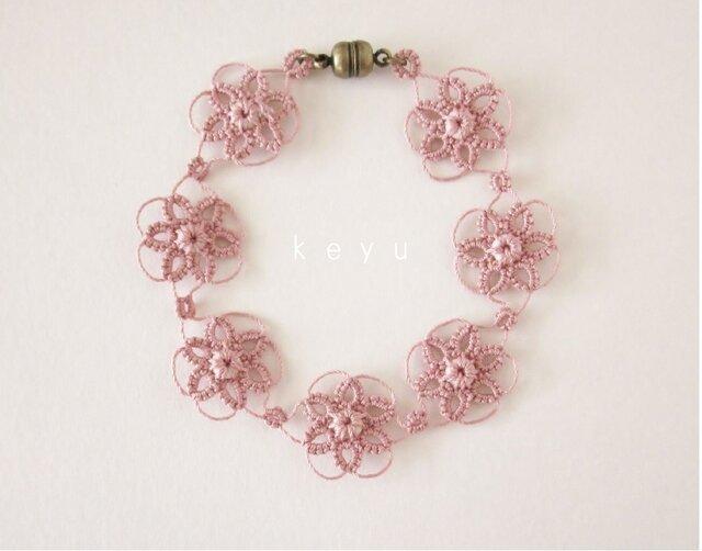 大きな花のブレスレット(ピンク)/タティングレースの画像1枚目