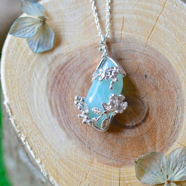 ミモザと桜の青空ネックレス(一点もの)の画像1枚目