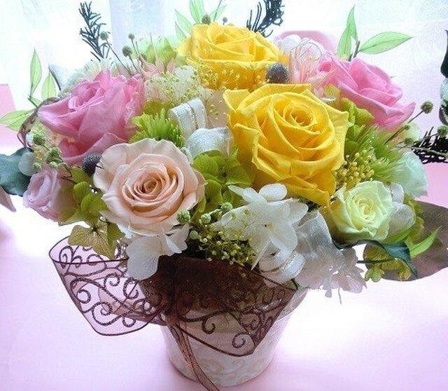 プリザーブドフラワー両親贈呈・開店祝いに最適な高級ゴールドの花器にイエローピンクの画像1枚目