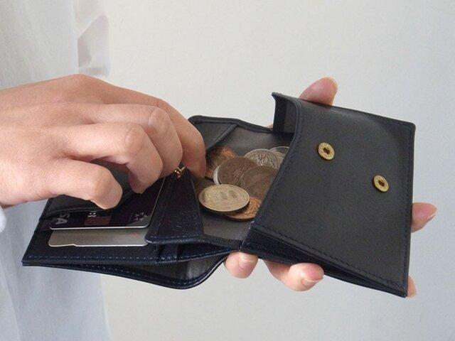 小銭が取り出しやすい!二つ折り財布 - Short Wallet - ネイビー - :カレン クオイルの画像1枚目