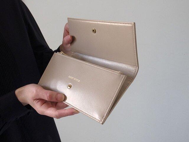 スムースレザーで作ったシックな長財布 - Long Wallet - ベージュ - :カレン クオイルの画像1枚目