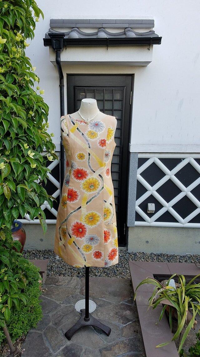 着物リメイク 手作り かわいらしい花柄 銘仙 ワンピースの画像1枚目
