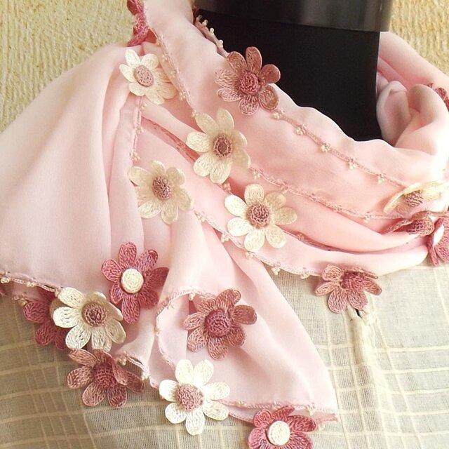 【受注製作】レースの花付き シフォンストール「デイジー」ベビーピンクの画像1枚目