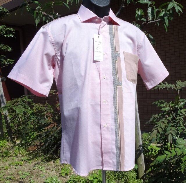 ピンク地に柄をあしらった半袖メンズシャツL寸相当の画像1枚目