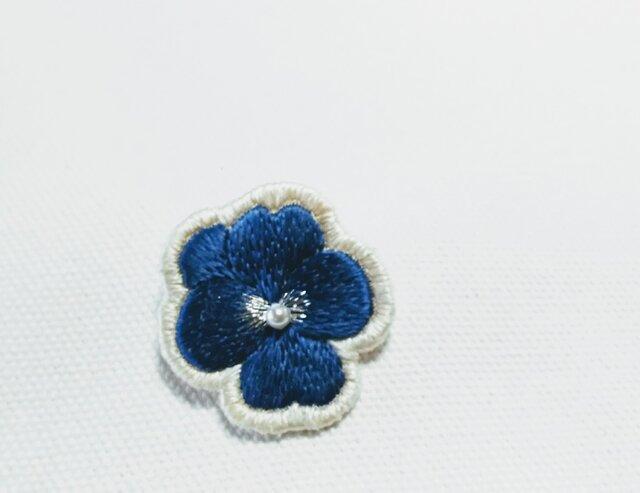 艶っぽい 深い紺色のビオラのブローチの画像1枚目