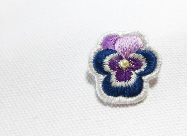 艶やかな紫と紺のミックスのビオラのブローチの画像1枚目