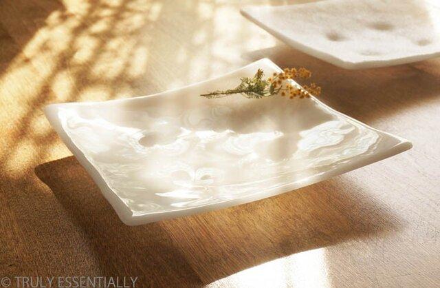 純白ガラスの大皿 -「 KAZEの肌 」● 24cm・光沢の画像1枚目