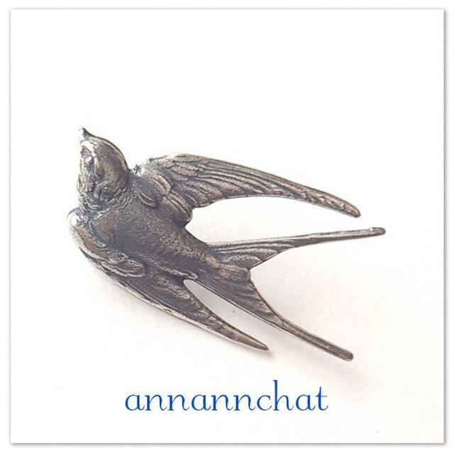 【夏ツバメ (特大44mm)flying swallow 真鍮 の ブローチ】ラベルピン~ラッキーモチーフの画像1枚目