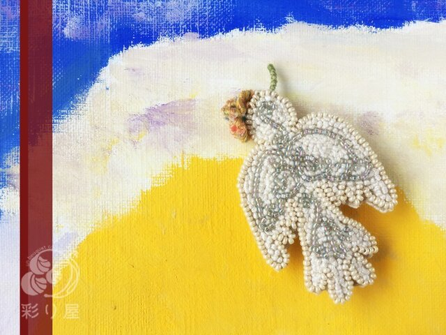 ブローチ【白い小鳥】の画像1枚目