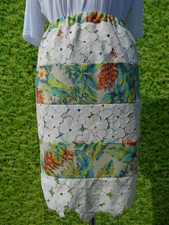 花柄レース地ミックスタイトスカートの画像1枚目