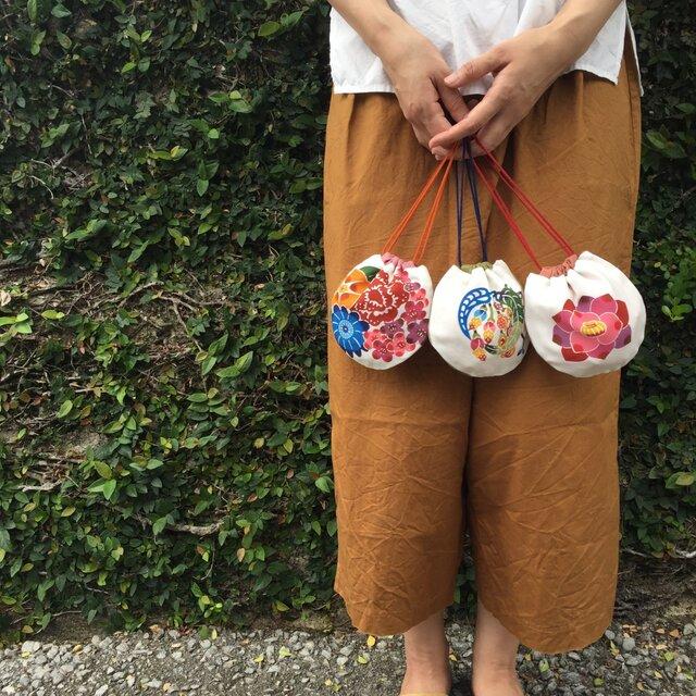 """まんまるかわいい 手染め 巾着袋 Bingata drawstring pouch """"Flowers""""の画像1枚目"""