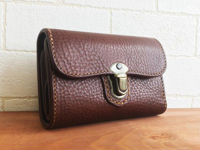 クラシックな感じが良い感じのお財布Lily ブラウンの画像1枚目