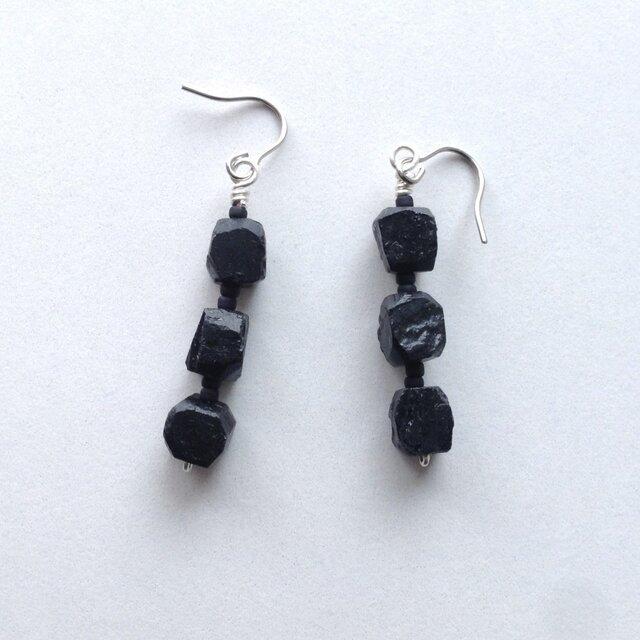 黒のピアス No.2/ブラックトルマリン, 天然石[追加料金でイヤリングに変更可能]の画像1枚目