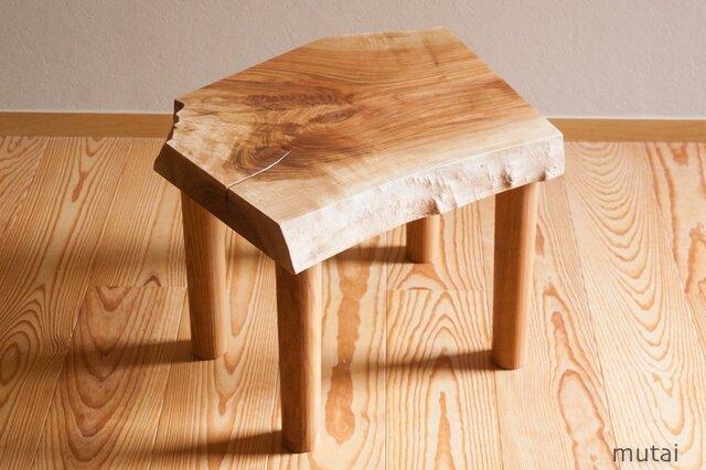 サクラのサイドテーブルの画像1枚目