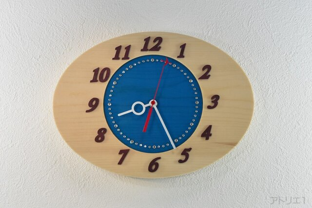 透き通るような真っ青な空をスーッと飛行機が飛んでいる掛け時計【クオーツ時計】の画像1枚目