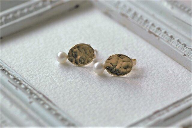 真鍮と淡水パールのピアス(ミニオーバル)の画像1枚目