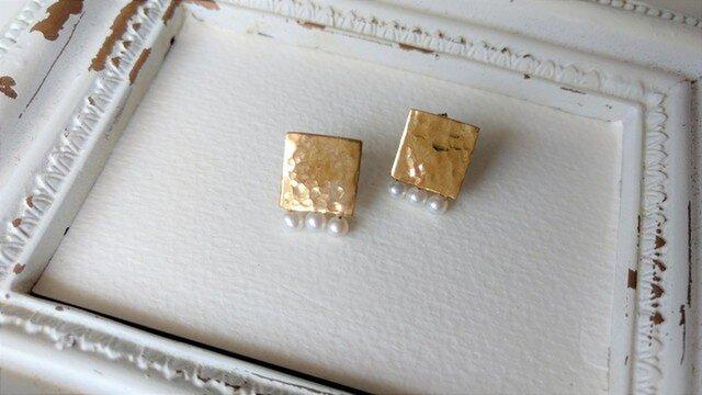 真鍮と淡水パールのピアス(正方形)の画像1枚目