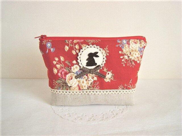 かわいいうさぎのポーチ(赤花柄×リネン)の画像1枚目