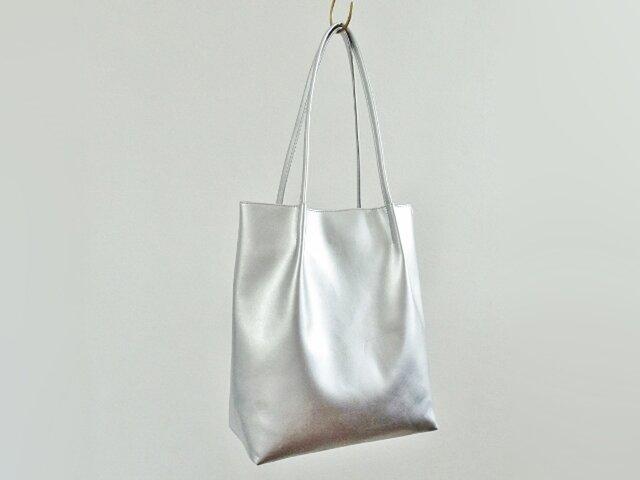シルバーPUレザートートバッグの画像1枚目