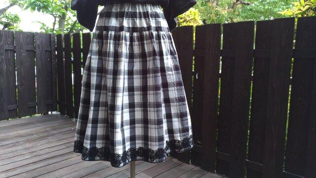 播州織白黒チェック切り替えギャザースカート 裾に黒いレースの画像1枚目