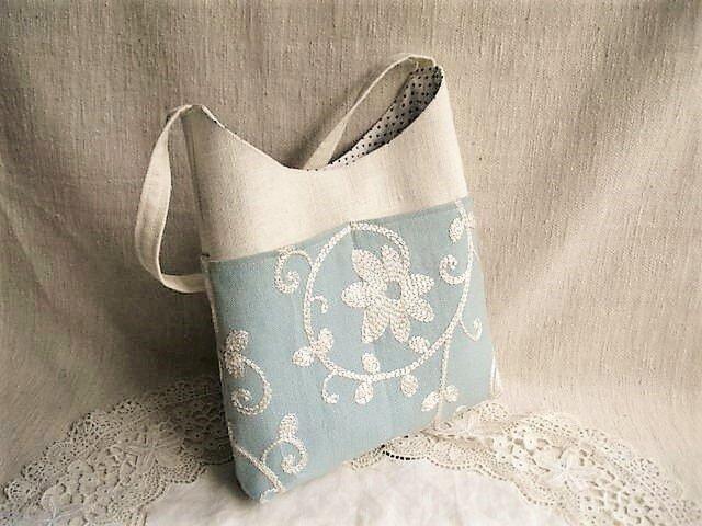 イギリス刺繍リネンワンハンドルバッグの画像1枚目