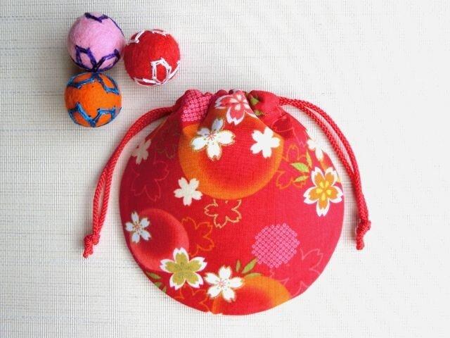 ミニ巾着 赤色金彩 ほんわり桜 御守り アクセ収納 七五三 プレゼントにも 再販の画像1枚目