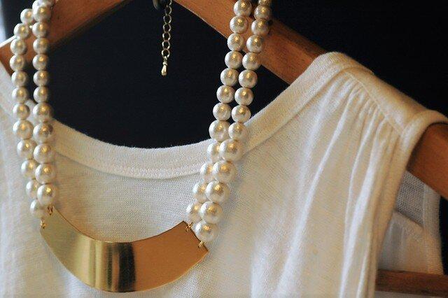 真鍮板とコットンパールのネックレスの画像1枚目