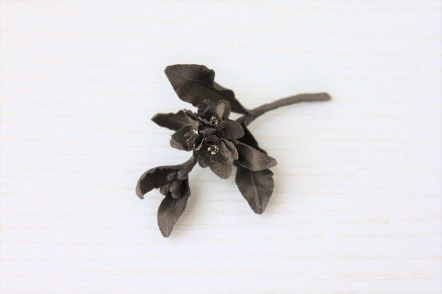 コットンシルクの摘み花コサージュブローチS<チョコレートブラウン>CY032S-T8DBの画像1枚目