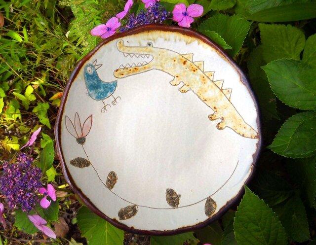青い鳥をびっくりさせたワニの皿の画像1枚目