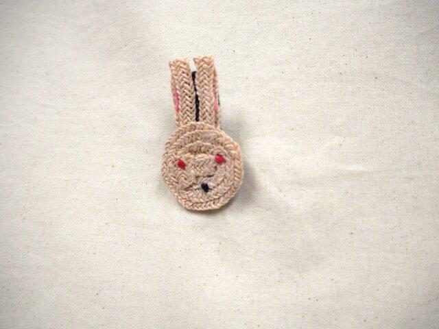 ウサギさんバッヂ 小の画像1枚目