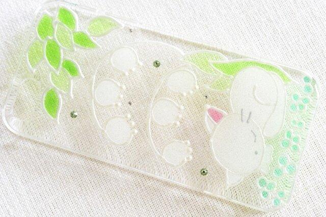 ☆iPhone・他機種作成可☆ ステンドグラス風ダイヤモンドクリスタルケース*うたたねこ(猫&スズラン)*の画像1枚目