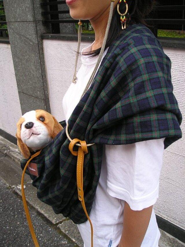 犬用抱っこ紐(ブラックウオッチ)の画像1枚目