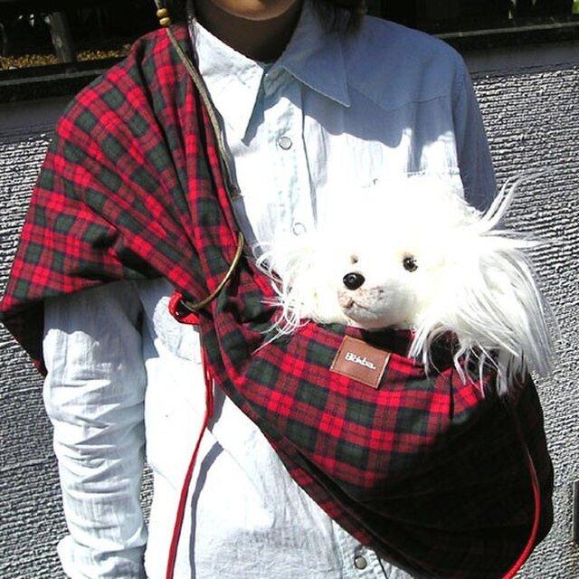 犬用抱っこ紐(タータンチェック)の画像1枚目