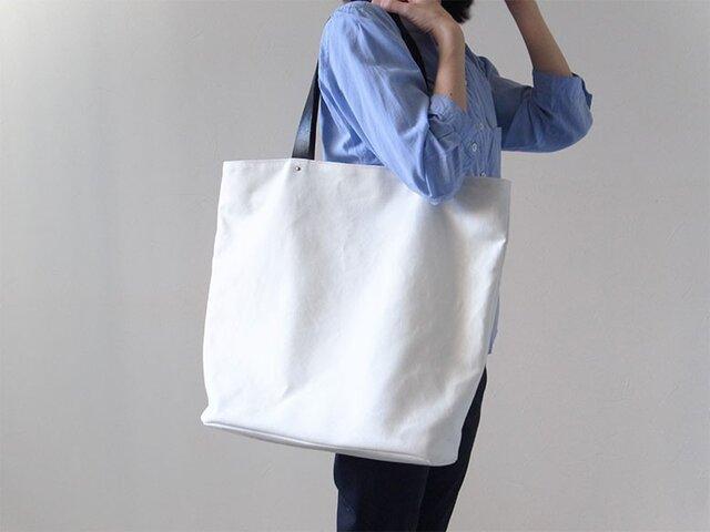 シンプルな装いに - トートバッグWhite(L) - :カレン クオイルの画像1枚目