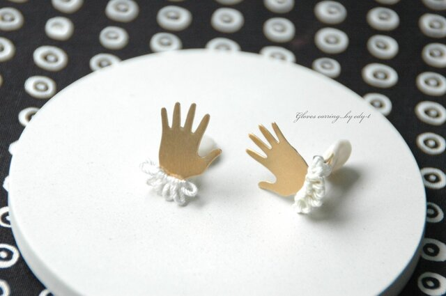 gloves earring/whiteの画像1枚目