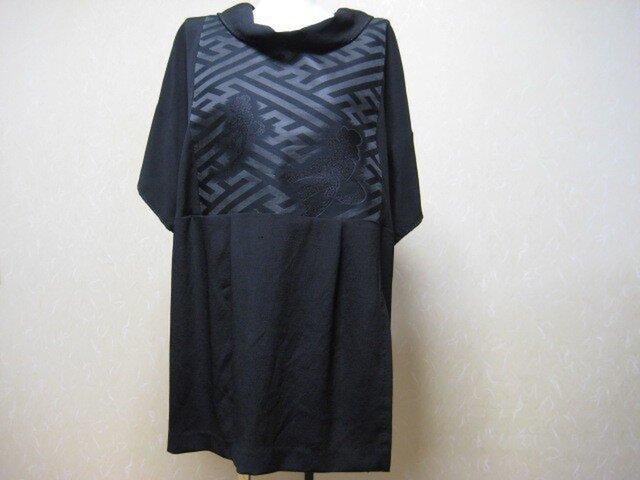 喪服の着物と黒とも帯を合わせてチュニック丈のブラウス。の画像1枚目