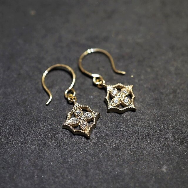 4 petal flower earrings Ⅰ{EP044K10YG}の画像1枚目